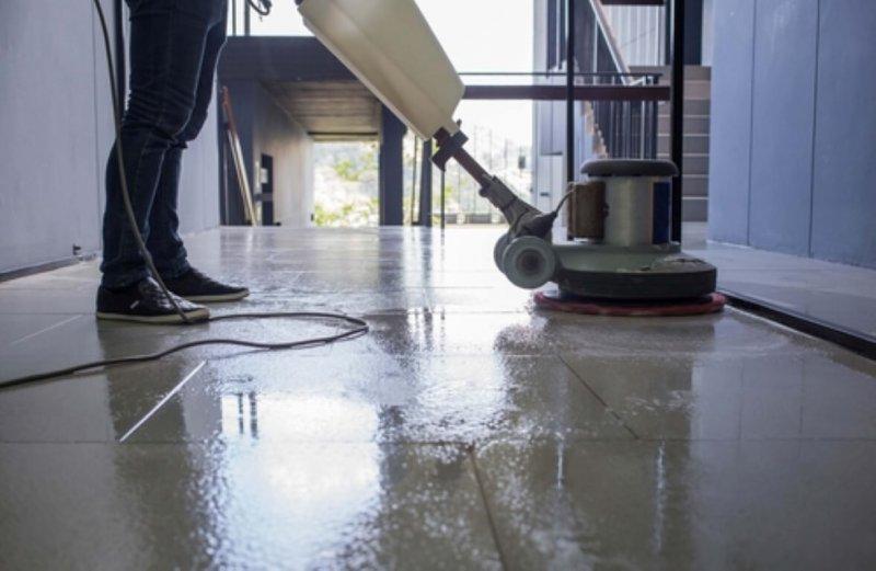 האם איש ניקיון אחד מספיק לטובת תחזוקה וניקיון של הבניין?